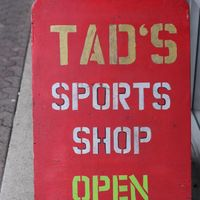Tad's Sporting Goods logo