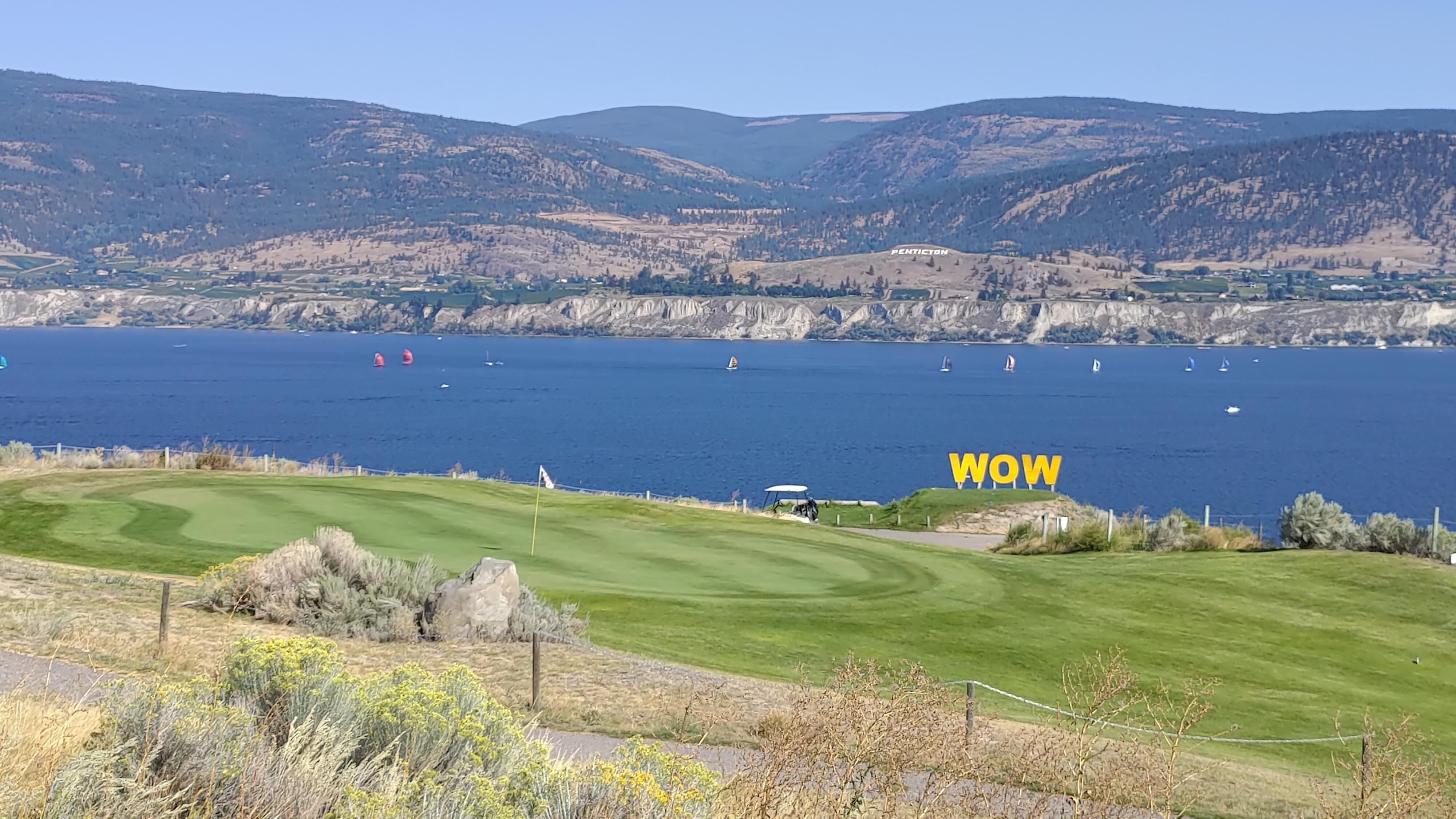 Wow Golf Club logo